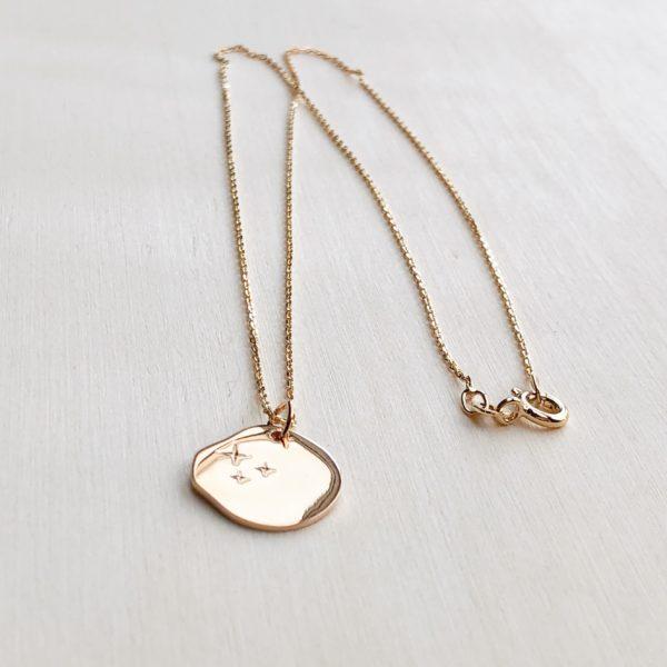 collier médaille 3 étoiles plaqué or